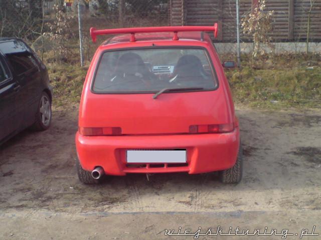 Czerwony Fiat Cinquecento od tyłu