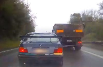 BMW E36 ucieka przed policją