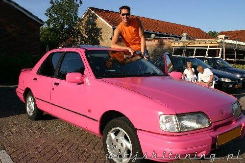 różowy ford sierra 10